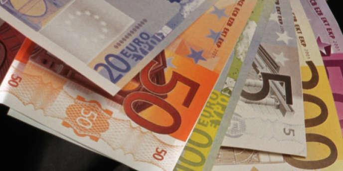 En France, les intermédiaires financiers tirent l'essentiel de leurs revenus des commissions versées par les sociétés de gestion sur la vente de leurs produits.