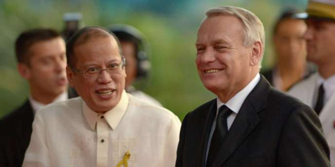 Le président philippin Benigno Aquino et le premier ministre français Jean-Marc Ayrault à Manille, vendredi 19 octobre.