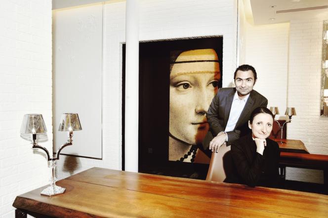 Avec son mari David Sinapian dans leur nouveau restaurant de la rue du Louvre à Paris.