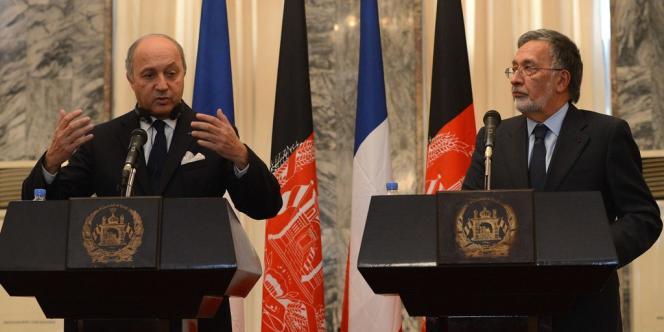 Le chef de la diplomatie française effectuait samedi une visite en Afghanistan, au cours de laquelle il a eu un entretien avec son homologue afghan Zalmaï Rassoul.