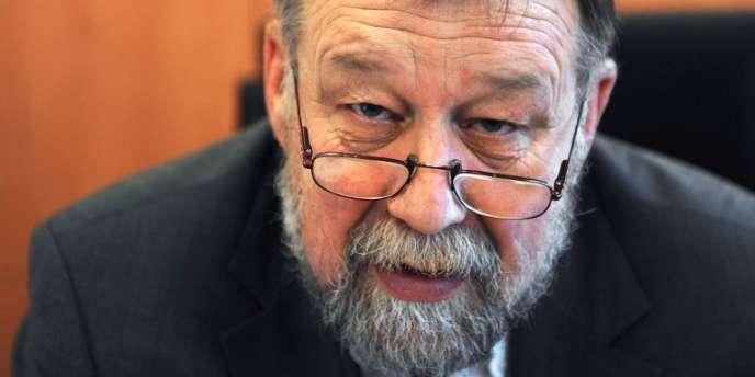 Le juge anti-terroriste, Gilbert Thiel, dans son bureau le 5 décembre 2008 à Paris.