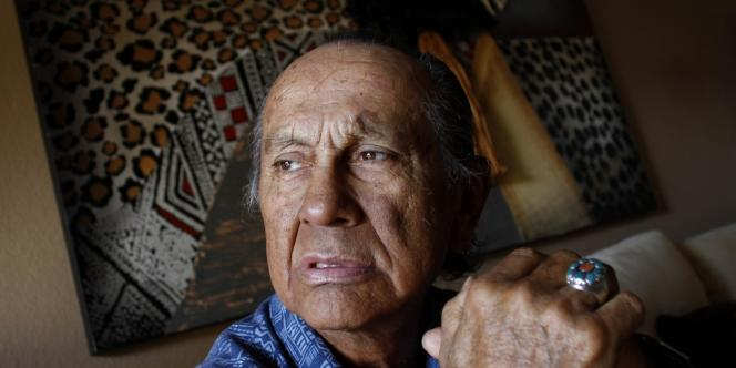 Russell Means, en octobre 2011 en Arizona.