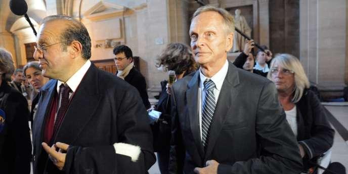 Le Dr Jean-Francois Sztermer (à droite) et son avocat Hervé Temime à leur arrivée au tribunal de Paris, le 24 septembre lors de l'ouverture du procès.