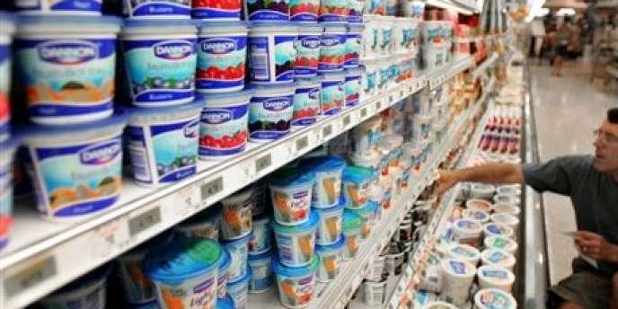La quasi-totalité des yaourts doivent être consommés dans un délai de 30 jours dans l'Hexagone mais bénéficient d'un délai de 55 jours lorsqu'ils sont distribués outre-mer.