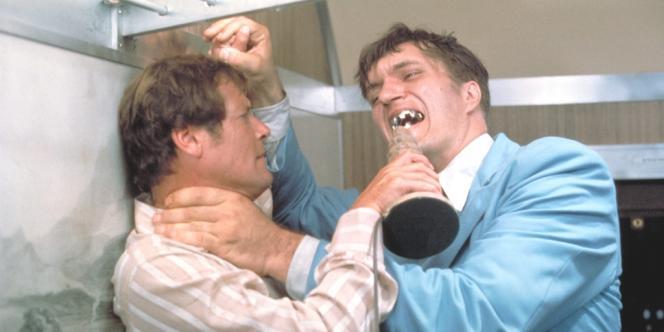 Roger Moore en James Bond et Richard Kiel alias Jaws dans