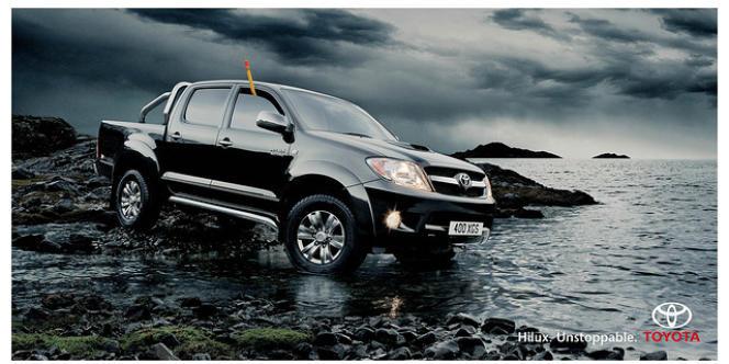 Une publicité montrant un 4 x 4 de Toyota en milieu naturel.