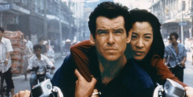 Pierce Brosnan en James Bond et Michelle Yeoh dans