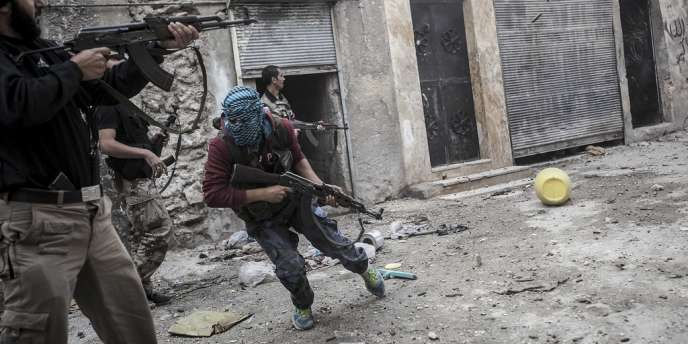 Des combattants de l'ASL, à Alep, mercredi 24 octobre.