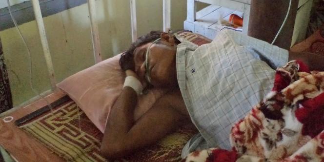 Un homme de l'ethnie Rakhine (bouddhiste), dans un hôpital de Sittwe, dans l'ouest de la Birmanie.