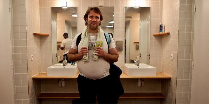 Gilles, 37 ans, après sa douche.