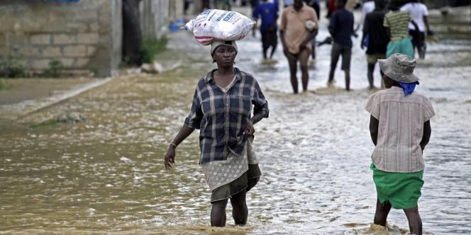 Dans les rues de la Plaine (Haïti), le 25 octobre.