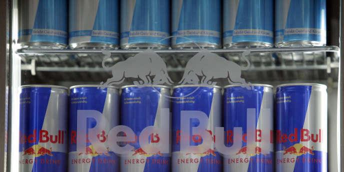 Trente pour cent de la population adulte consomme ces boissons ; parmi eux, 12 % en boivent jusqu'à 4,5 l par mois. Plus de la moitié des consommateurs prennent en même temps de l'alcool (56 % des adultes et 53 % des adolescents).