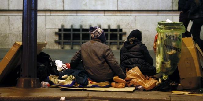 Des personnes sans-abri à Paris le 27 octobre 2012.