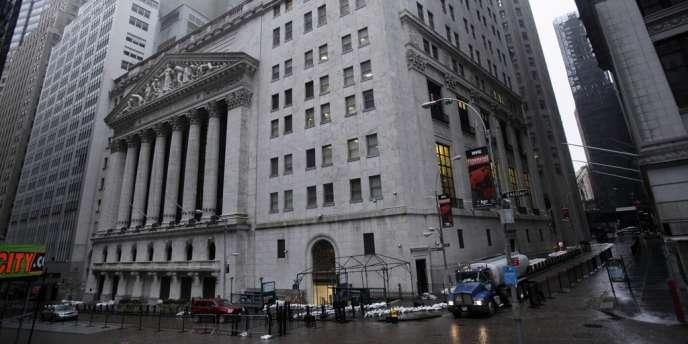 Le quartier des affaires de Manhattan, en partie inondé lundi soir, était désert mardi.