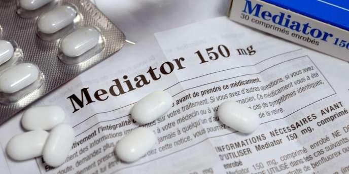 Le benfluorex, composant du Mediator, est interdit dès 1995 dans les préparations en pharmacie. Le Mediator est lui resté en vente jusqu'en 2009.