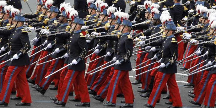 Défilé des élèves-officiers de Saint-Cyr le 14 juillet 2012 à Paris.