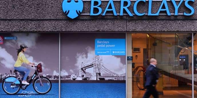 La banque doit s'expliquer sur une possible infraction à la loi sur la corruption de responsables étrangers et sur ses activités de courtage d'énergie aux Etats-Unis entre 2006 et 2008.