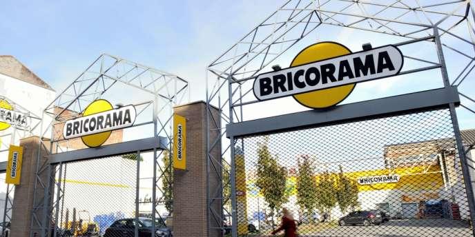 Selon l'enseigne, les pertes de son chiffre d'affaires s'élèvent à 600 000 euros par dimanche.