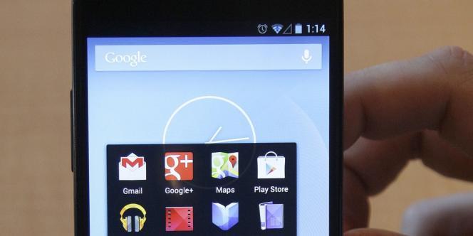 Un smartphone équipé du système d'exploitation Android.