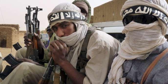 Des combattants d'Ansar Eddine, à Kidal, au nord-est du Mali, en juin.