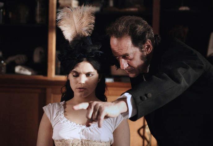 Stéphanie Sokolinski, alias Soko, et Vincent Lindon en Charcot dans le film français d'Alice Winocour,