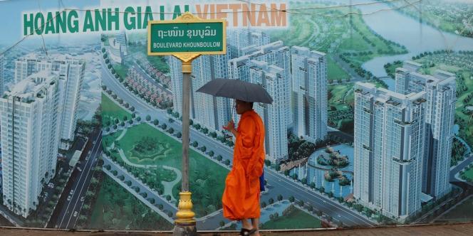 Affiche pour un projet immobilier vietnamien, à Vientiane, en 2011.