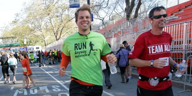 Lance Svendsen (en vert), le 4 novembre à New York.