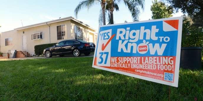 A Glendale (Californie), un panneau de soutien à la proposition 37, qui rendrait obligatoire l'étiquetage des produits OGM.