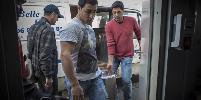 Les migrants aident l'association
