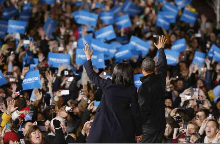 U.S. President Barack Obama and First Lady Michelle Obama wave before he addresses supporters on the last night of campaign rally in downtown Des Moines, Iowa, November 5, 2012. REUTERS/Larry Downing (UNITED STATES - Tags: POLITICS USA PRESIDENTIAL ELECTION ELECTIONS)