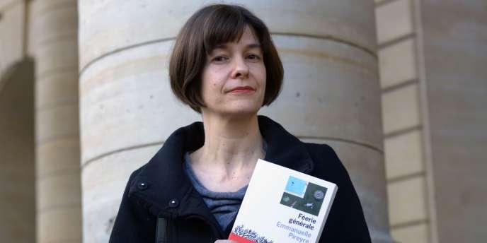 Emmanuelle Pireyre, lauréate du prix Médicis (catégorie romans français), à Paris, le 6 novembre 2012.