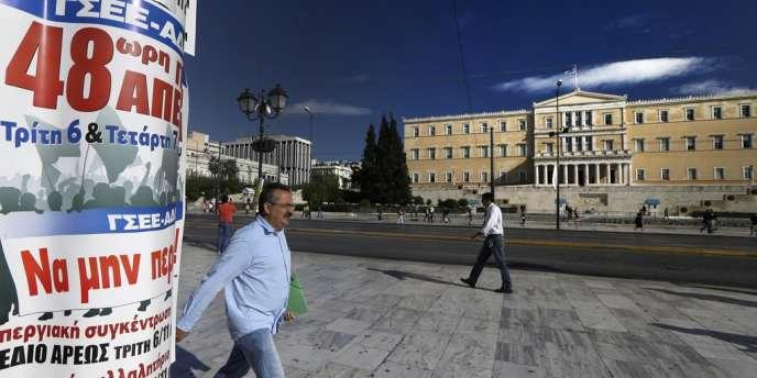 A Athènes, lundi 5 novembre, une affichette appelle à une grève générale de quarante-huit heures.