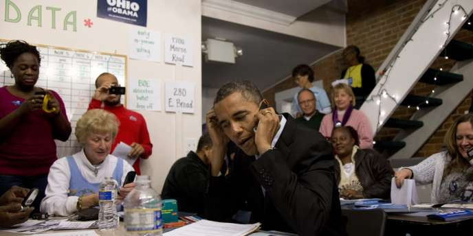 Barack à Columbus, Ohio, dans un QG de campagne.