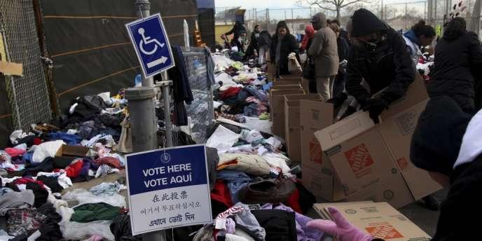 A Staten Island, dans l'Etat de New York, en novembre 2012, une école tenait lieu à la fois de bureau de vote et de centre d'aide pour les victimes de l'ouragan Sandy.