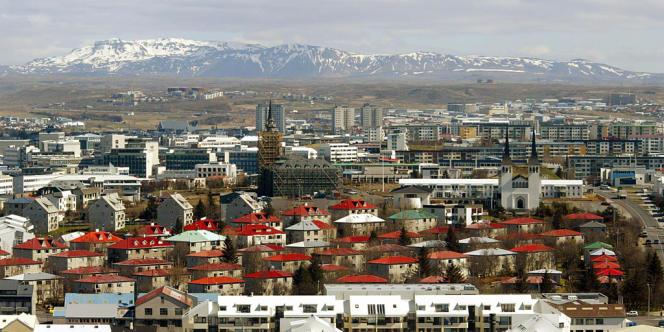 69 000 ménages, soit plus de la moitié de la population, ont déposé un dossier auprès de leur banque pour obtenir une diminution de leurs dettes (Reykjavik).