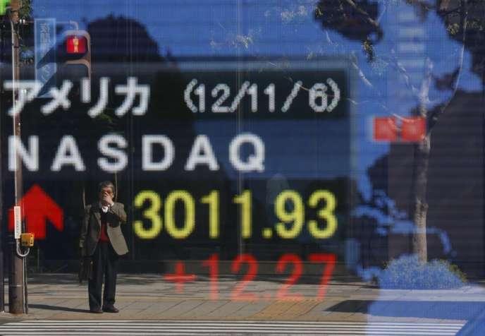 Devant la Bourse de Tokyo, le 7 novembre.
