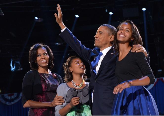 A Chicago, dans la nuit du 6 au 7 novembre. Barack  Obama, avec sa femme Michelle et ses filles Sasha et Malia.