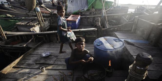 La minorité musulmane, rejetée du Bangladesh, se lance de plus en plus dans la difficile traversée maritime vers la Malaisie.
