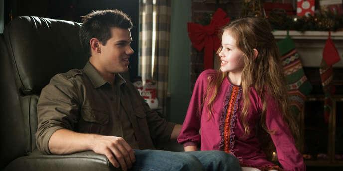 Taylor Lautner et Mackenzie Foy dans le film américain de Bill Condon,