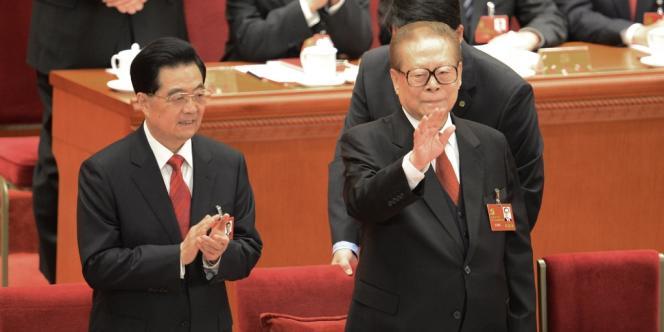 Le président sortant, Hu Jintao, et son prédécesseur, Jiang Zemin, le 8 novembre à Pékin.