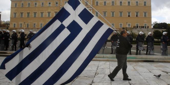 L'Etat grec espère réussir à réduire sa dette de quelque 17 milliards d'euros, dans le but de la ramener à 124 % du PIB en 2020.