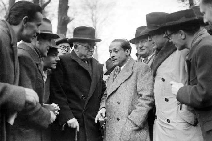 Novembre 1945 : les socialistes Vincent Auriol et Daniel Mayer sont membres de l'Assemblée constituante. Un an plus tard, le premier sera président de la République, le second, ministre.