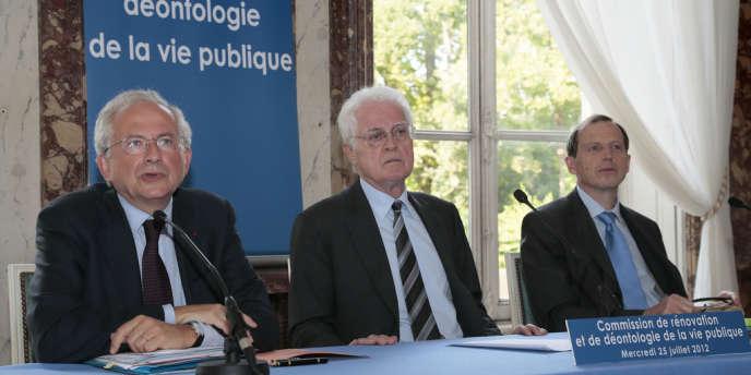 Olivier Schrameck, Lionel Jospin et le juge Alain Menemenis, lors d'une réunion de la Commission de rénovation et de déontologie de la vie publique, le 25 juillet à Paris