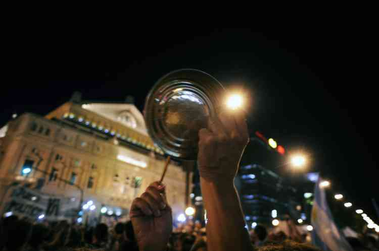 "People take part in a ""cacerolazo"" (a form of civilian protest where pots are used to make noise) against Argentine President Cristina Fernandez de Kirchner's government in Buenos Aires on November 8, 2012. Thousands of opponents of President Cristina Fernandez de Kirchner gathered in middle and upper class neighbourhoods around the Argentine capital and other cities across the world banging their cooking pots in a noisy protest against any possible bid she might run for a third term. ""Say no to reelection,"" said the call to protest which was sent across the country via social media websites. Kirchner, 59, is currently barred by the Argentine Constitution from running for a third consecutive term, but her supporters in the Congress have been lobbying for a constitutional amendment.   AFP PHOTO / ALEJANDRO PAGNI"