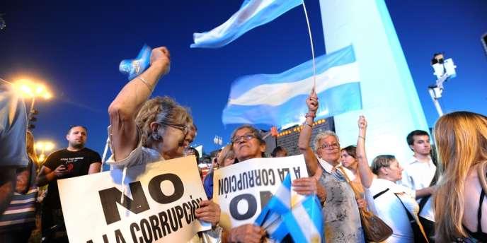 A Buenos Aires, le 8 novembre, des Argentins manifestent contre la réélection potentielle de Cristina Kirchner, dans un contexte d'augmentation de l'insécurité et de la corruption.