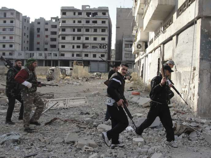 Des combattants de l'Armée syrienne libre (ASL) à Homs, le 5 novembre 2012.