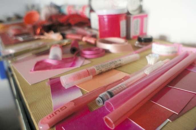 Flaireurs de tendances, les color designers dénichent les nuances qui seront bientôt à la mode. Ici,  l'atelier de la créatrice Mai Hua.
