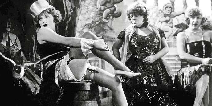 Smoking strict et déshabillés glamour : les deux visages de Marlene Dietrich dans
