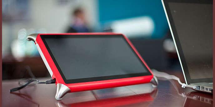 La tablette Qooq, dédiée à la cuisine et fabriquée dans l'usine Eolane, à Montceau-les-Mines (Saône-et-Loire), est vendue 349 euros.
