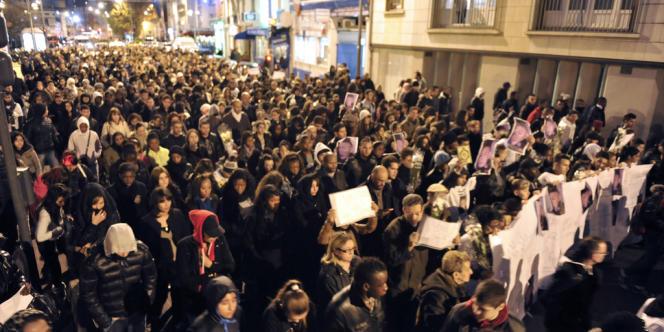 Marche silencieuse, le 2 décembre 2011 à Saint-Ouen, pour rendre hommage à un adolescent tué par balles, la veille, par deux malfaiteurs qui ont pris la fuite sur un scooter. Une fusillade liée à un règlement de comptes, selon les premiers éléments de l'enquête livrés par la préfecture de Seine-Saint-Denis.